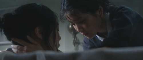 Soc vi clip 'yeu' dong tinh du doi, dan mac 19+ trong phim 'Nguoi hau gai' hinh anh 1