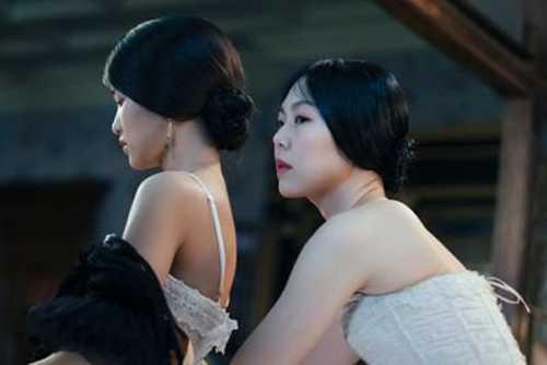 Soc vi clip 'yeu' dong tinh du doi, dan mac 19+ trong phim 'Nguoi hau gai' hinh anh 2