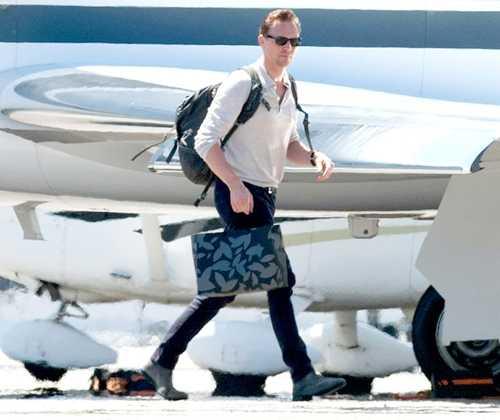 Taylor Swift dieu may bay rieng di don 'nguoi tinh Loki' hinh anh 1