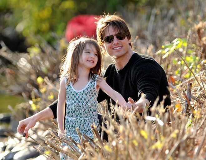 Qua sung dao, Tom Cruise cat dut quan he voi con gai Suri hinh anh 2
