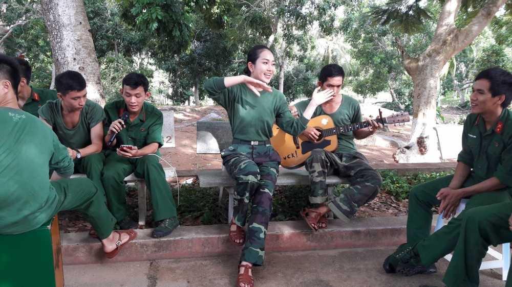 Tran Thanh vi thi sinh Hoa hau Viet Nam nhu 'thao duoc quy' hinh anh 1