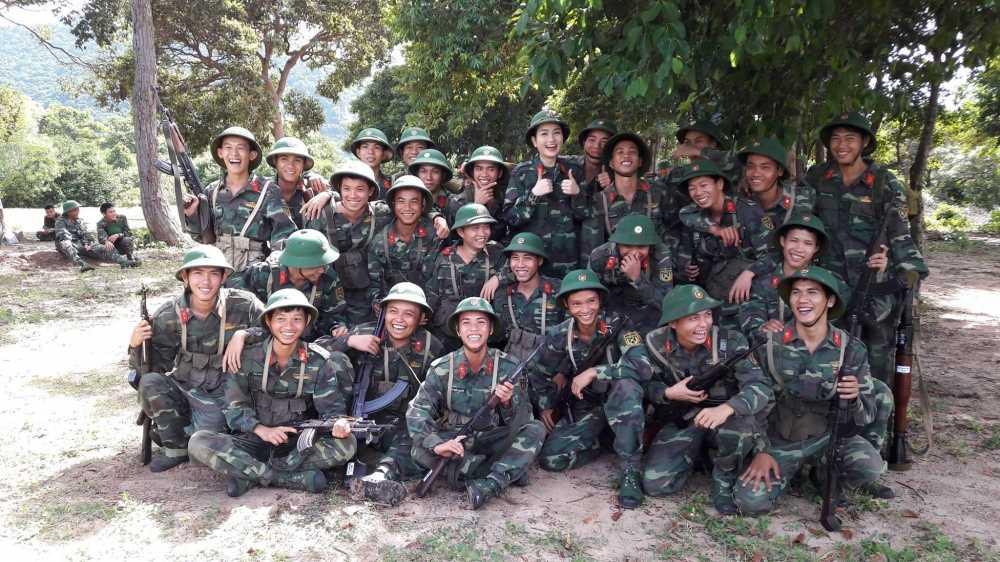Tran Thanh vi thi sinh Hoa hau Viet Nam nhu 'thao duoc quy' hinh anh 2