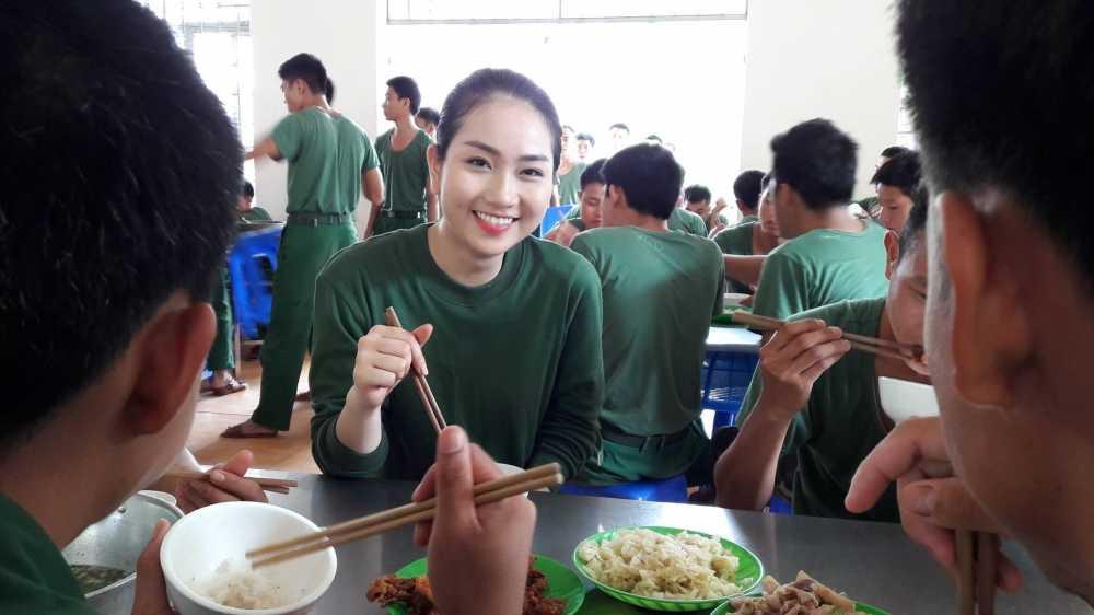 Tran Thanh vi thi sinh Hoa hau Viet Nam nhu 'thao duoc quy' hinh anh 3