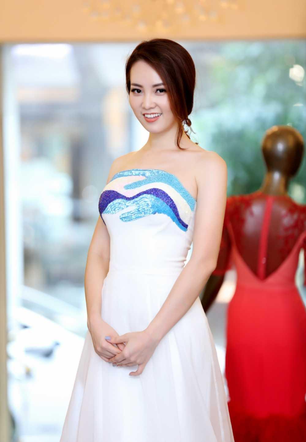 Thuy Van thu vay ao chuan bi lam MC chung ket Hoa hau Viet Nam 2016 hinh anh 2