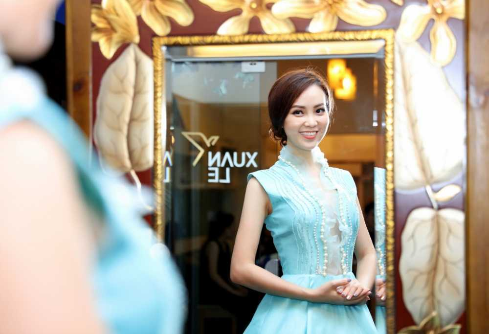 Thuy Van thu vay ao chuan bi lam MC chung ket Hoa hau Viet Nam 2016 hinh anh 1