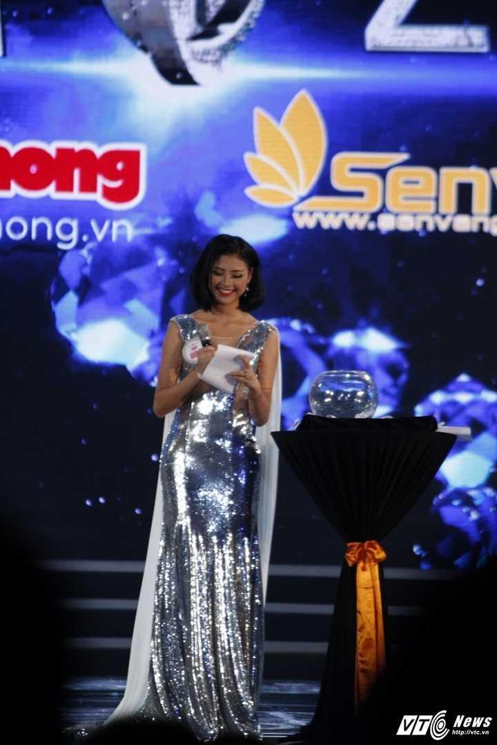 Do My Linh dang quang ngoi vi Hoa hau Viet Nam 2016 hinh anh 12