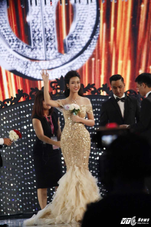 Do My Linh dang quang ngoi vi Hoa hau Viet Nam 2016 hinh anh 1