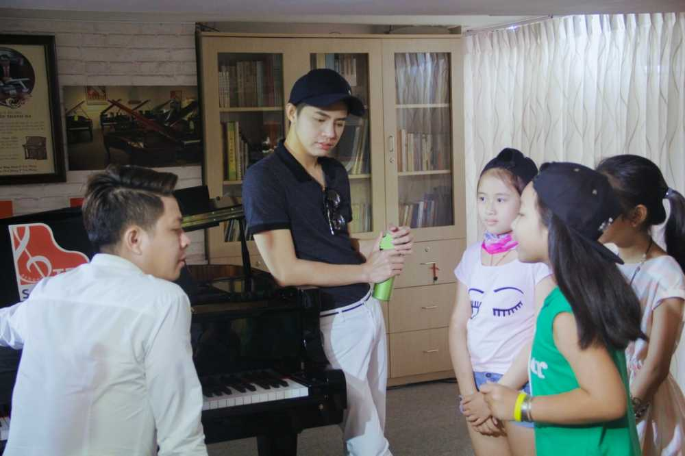 Tren san khau cuoi dua nhung day chinh la Noo khi tap luyen cho thi sinh hinh anh 3
