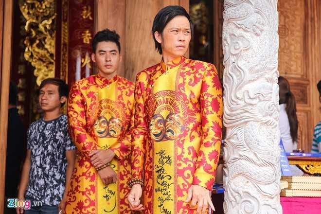 Bo me Hoai Linh tu My ve Viet Nam du le gio To nganh san khau hinh anh 1