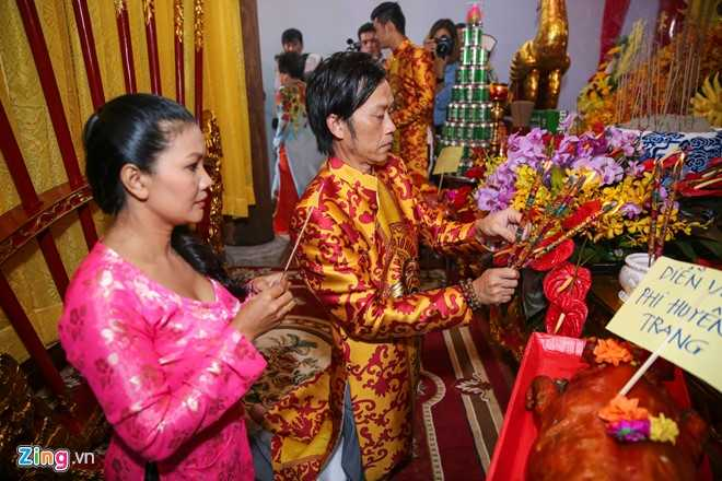 Bo me Hoai Linh tu My ve Viet Nam du le gio To nganh san khau hinh anh 7