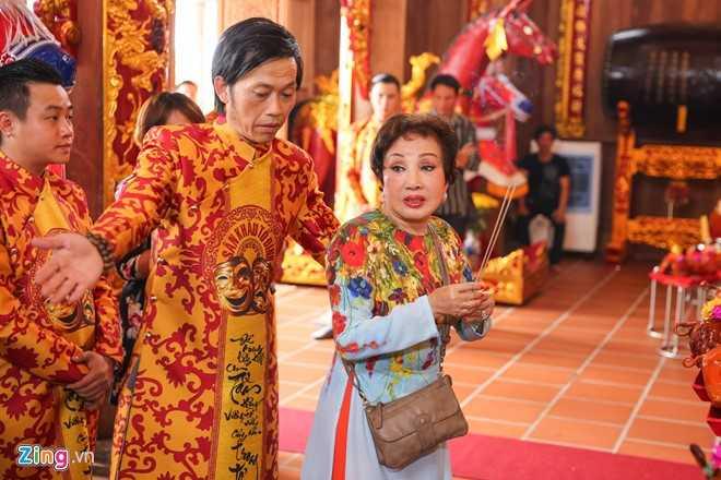 Bo me Hoai Linh tu My ve Viet Nam du le gio To nganh san khau hinh anh 4