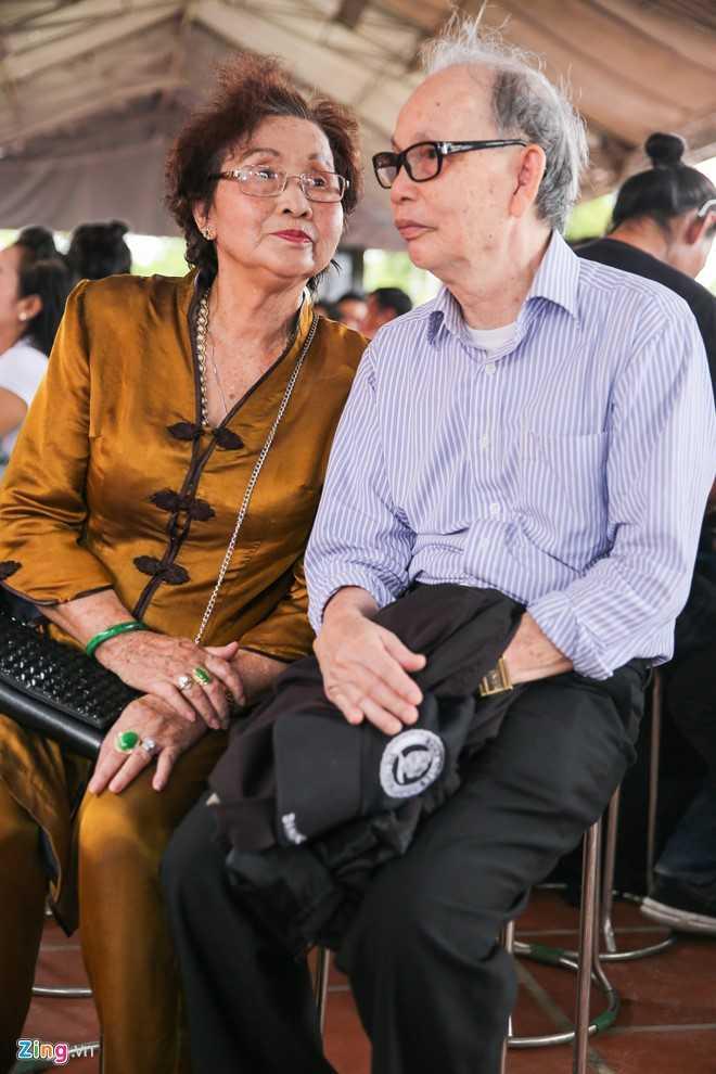 Bo me Hoai Linh tu My ve Viet Nam du le gio To nganh san khau hinh anh 3