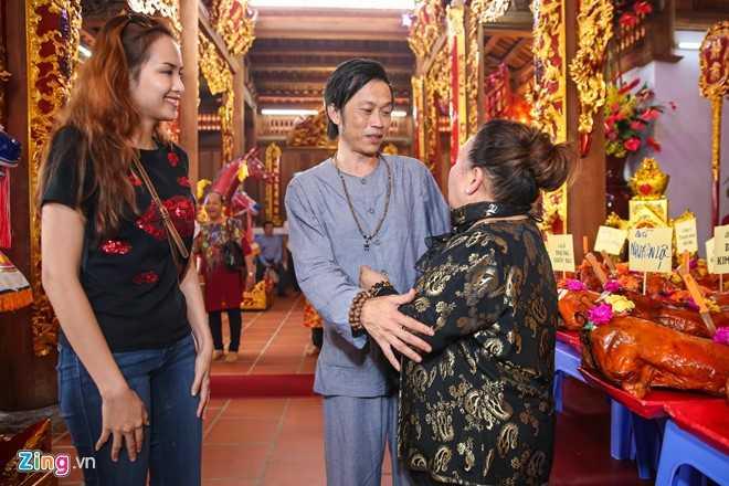 Bo me Hoai Linh tu My ve Viet Nam du le gio To nganh san khau hinh anh 8