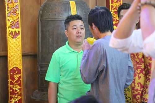 Hoai Linh gay nhom tu tay lau don nha tho To gay xuc dong hinh anh 11