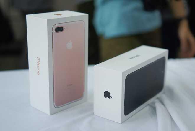 Chua co chiec iPhone 7 Jet Black thuong mai nao ve Viet Nam hinh anh 1