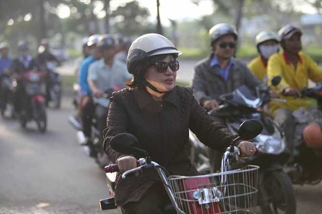 Nguoi dan chen lan, xo day de 'xem' dam tang NSND Thanh Tong tai nghia trang Go Den hinh anh 16