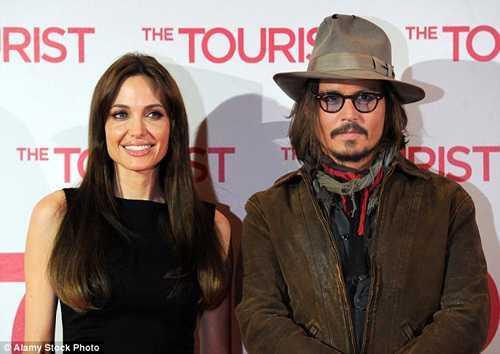 Tron mot tuan ly di Brad Pitt, Angelina Jolie co 'cho dua moi' hinh anh 1