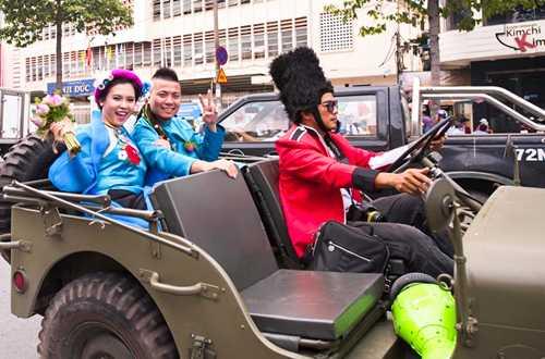 Em gai Huynh Phuc Dien duoc chu re ruoc bang doan moto hinh anh 10