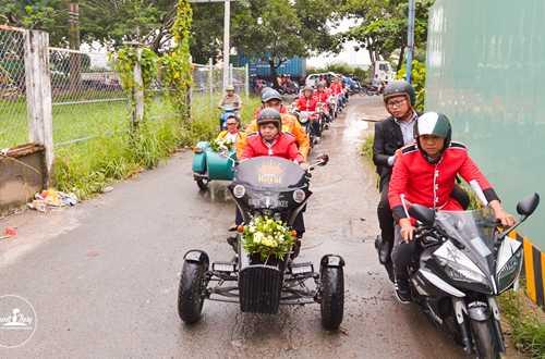 Em gai Huynh Phuc Dien duoc chu re ruoc bang doan moto hinh anh 3