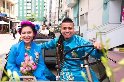 Em gai Huynh Phuc Dien duoc chu re ruoc bang doan moto hinh anh 9