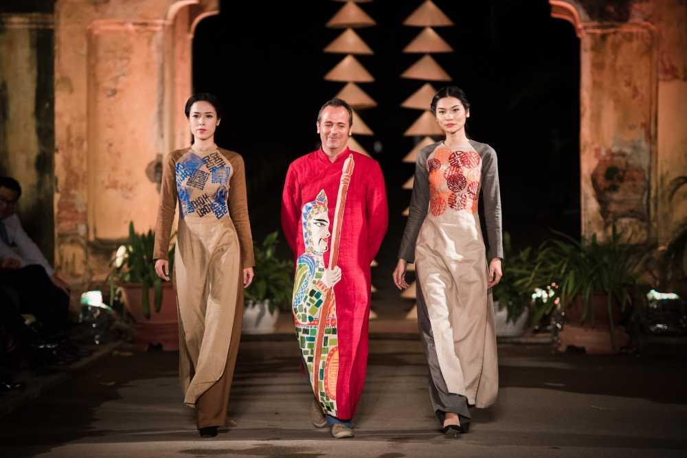 Nha thiet ke Lan Huong theu cong lang Ha Noi len lua du 'Festival Ao dai Ha Noi 2016' hinh anh 10