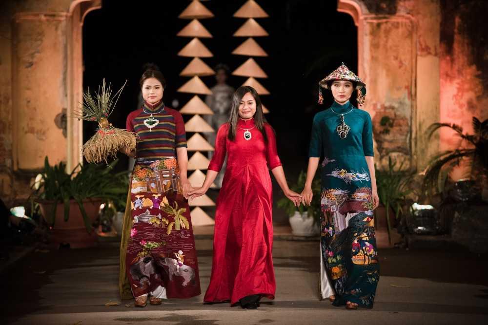 Nha thiet ke Lan Huong theu cong lang Ha Noi len lua du 'Festival Ao dai Ha Noi 2016' hinh anh 2