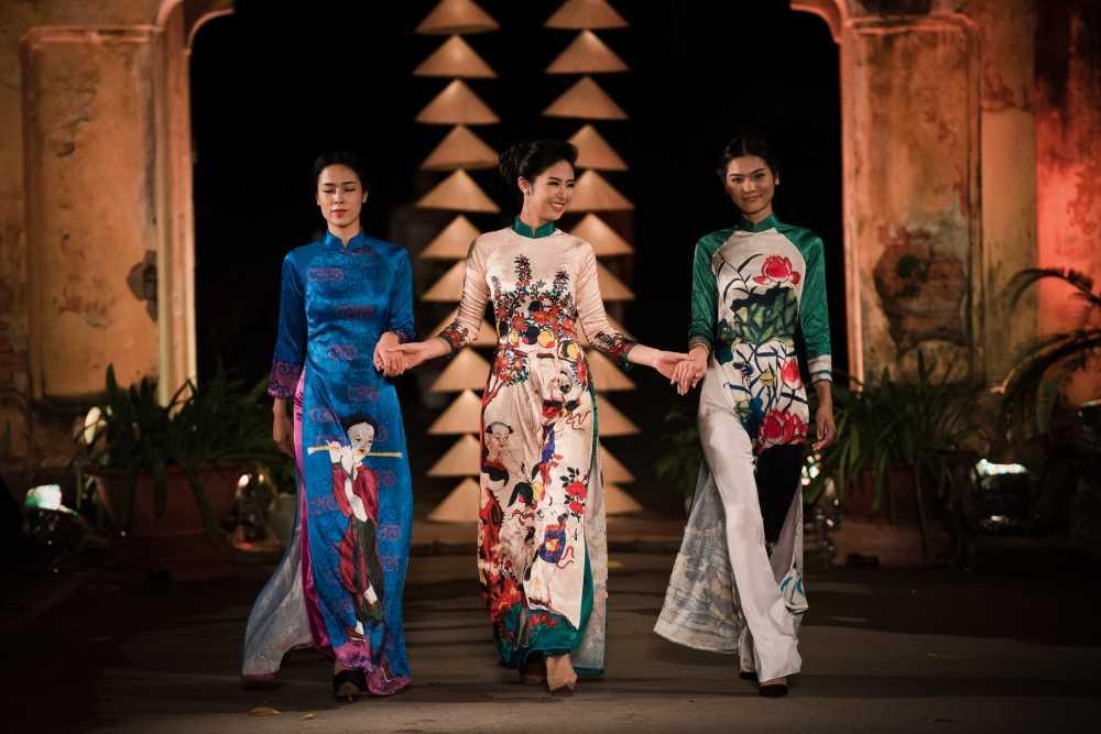 Nha thiet ke Lan Huong theu cong lang Ha Noi len lua du 'Festival Ao dai Ha Noi 2016' hinh anh 7