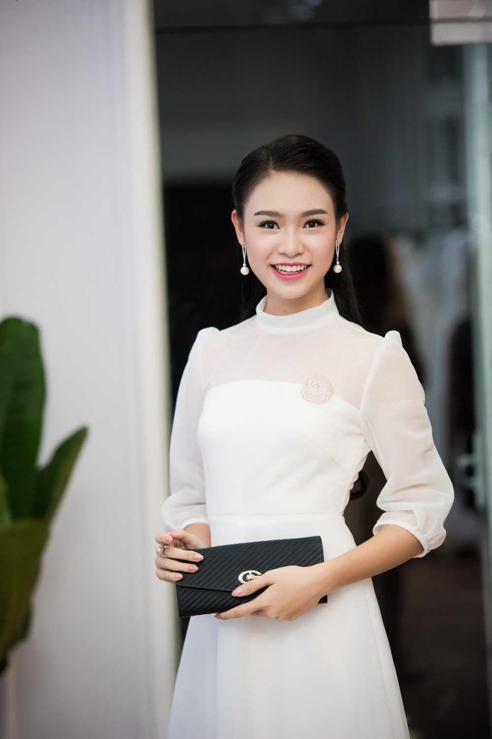 'Nguoi dep truyen thong' Ngoc Van hoi ngo dan chi Huyen My hinh anh 1