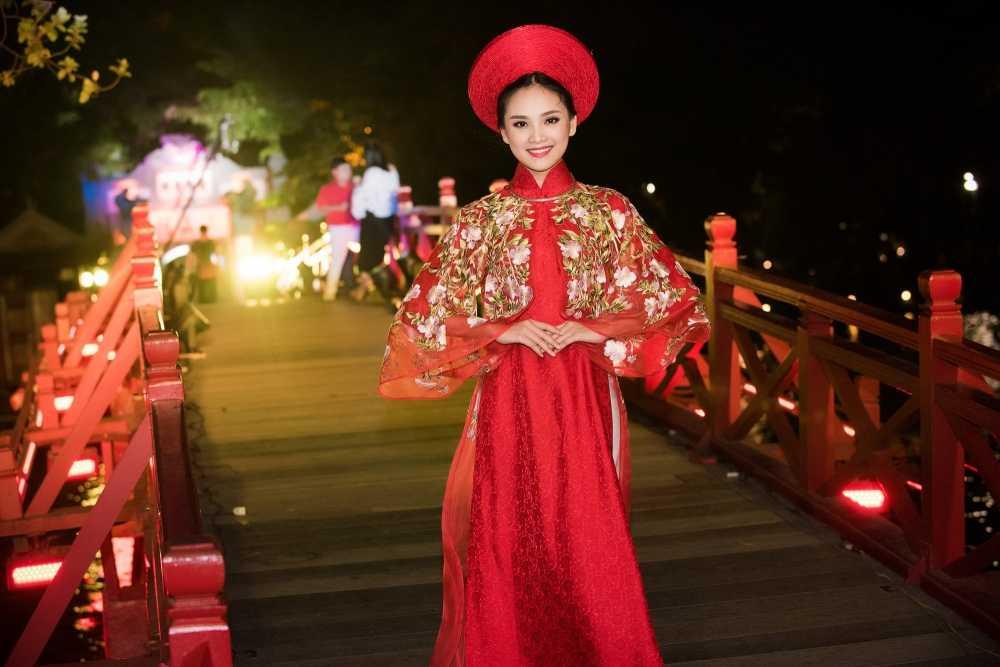 'Nang tho' To Nhu tiep tuc lam vedette trong man trinh dien ao dai Lan Huong hinh anh 3