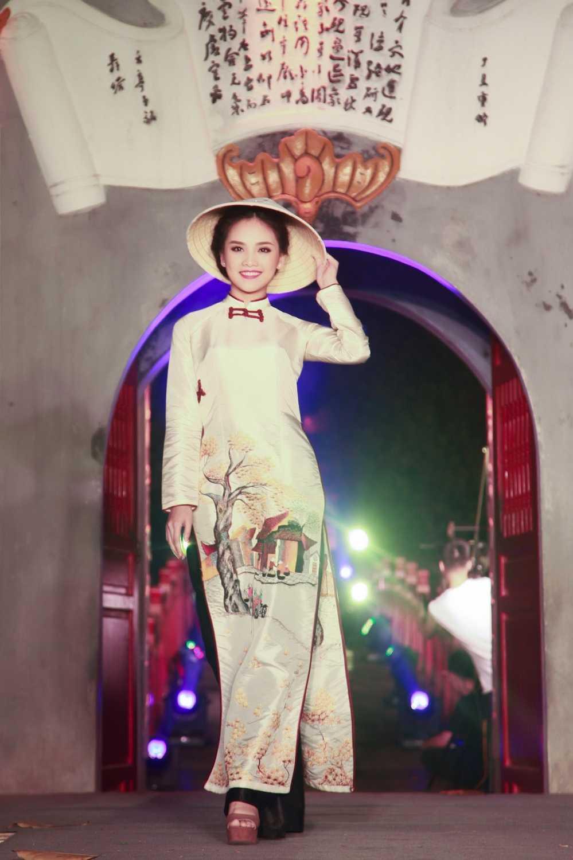 'Nang tho' To Nhu tiep tuc lam vedette trong man trinh dien ao dai Lan Huong hinh anh 9