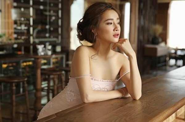 Nha Phuong 'lot xac' tu gai que den my nhan khoe nguc tao bao hinh anh 10