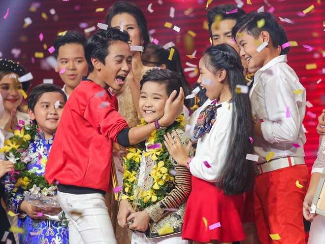 Trinh Nhat Minh dang quang quan quan Giong hat Viet nhi 2016 hinh anh 14