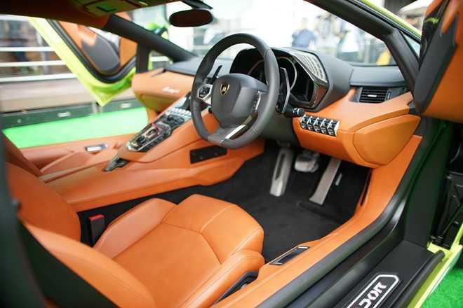 Lamborghini ra mat Aventador ban dac biet tri gia 23 ty dong hinh anh 3