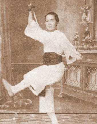 He lo hong nhan tri ky cua Hoang Phi Hong ngoai doi va tren phim hinh anh 2