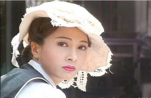 He lo hong nhan tri ky cua Hoang Phi Hong ngoai doi va tren phim hinh anh 7