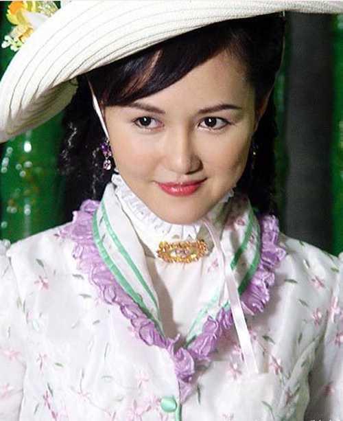 He lo hong nhan tri ky cua Hoang Phi Hong ngoai doi va tren phim hinh anh 8