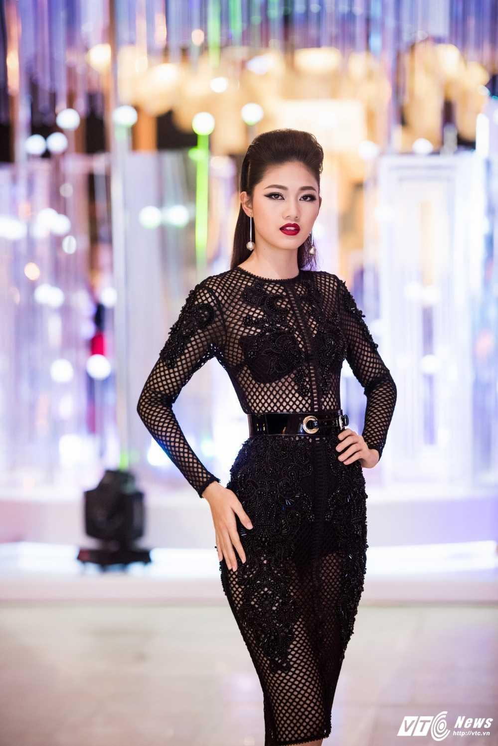 Hoa hau My Linh 'lot xac' ca tinh, A hau Thanh Tu mac goi cam tao bao hinh anh 9