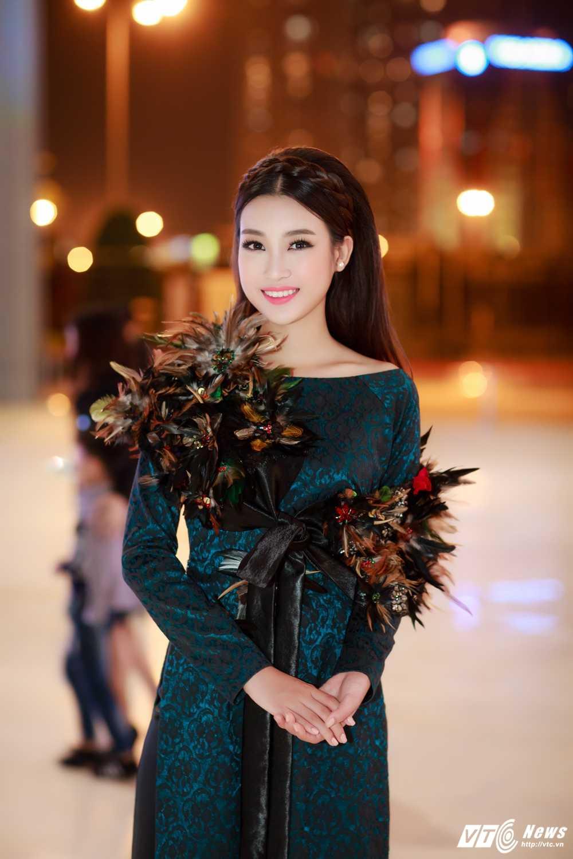 Hoa hau My Linh, A hau Thanh Tu dien ao dai la mat thu hut su chu y hinh anh 5