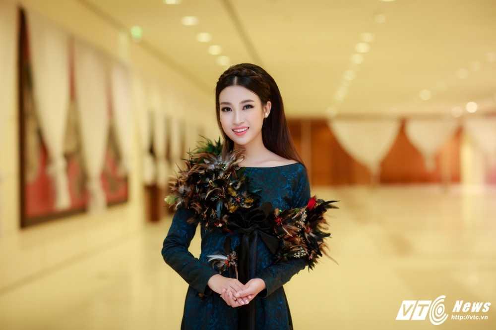 Hoa hau My Linh, A hau Thanh Tu dien ao dai la mat thu hut su chu y hinh anh 6