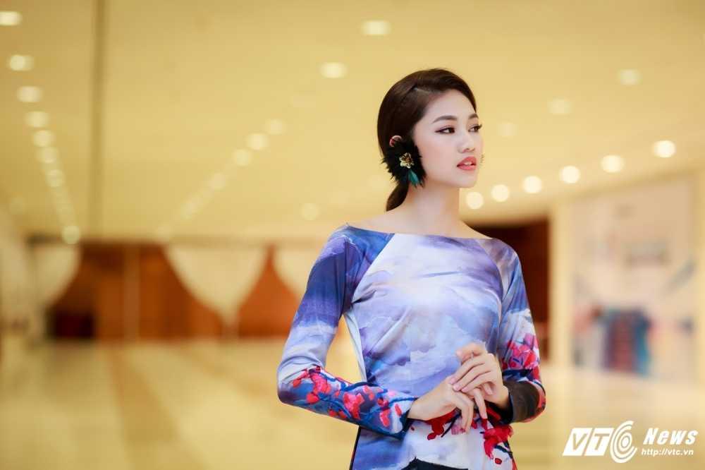 Hoa hau My Linh, A hau Thanh Tu dien ao dai la mat thu hut su chu y hinh anh 8