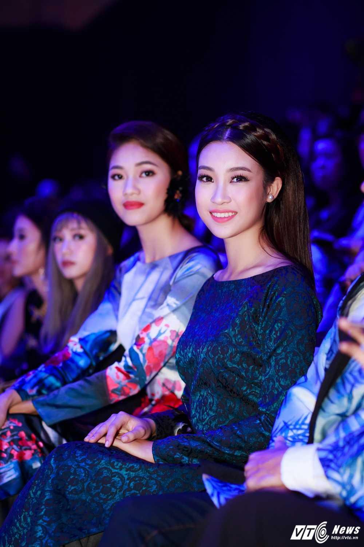 Hoa hau My Linh, A hau Thanh Tu dien ao dai la mat thu hut su chu y hinh anh 10