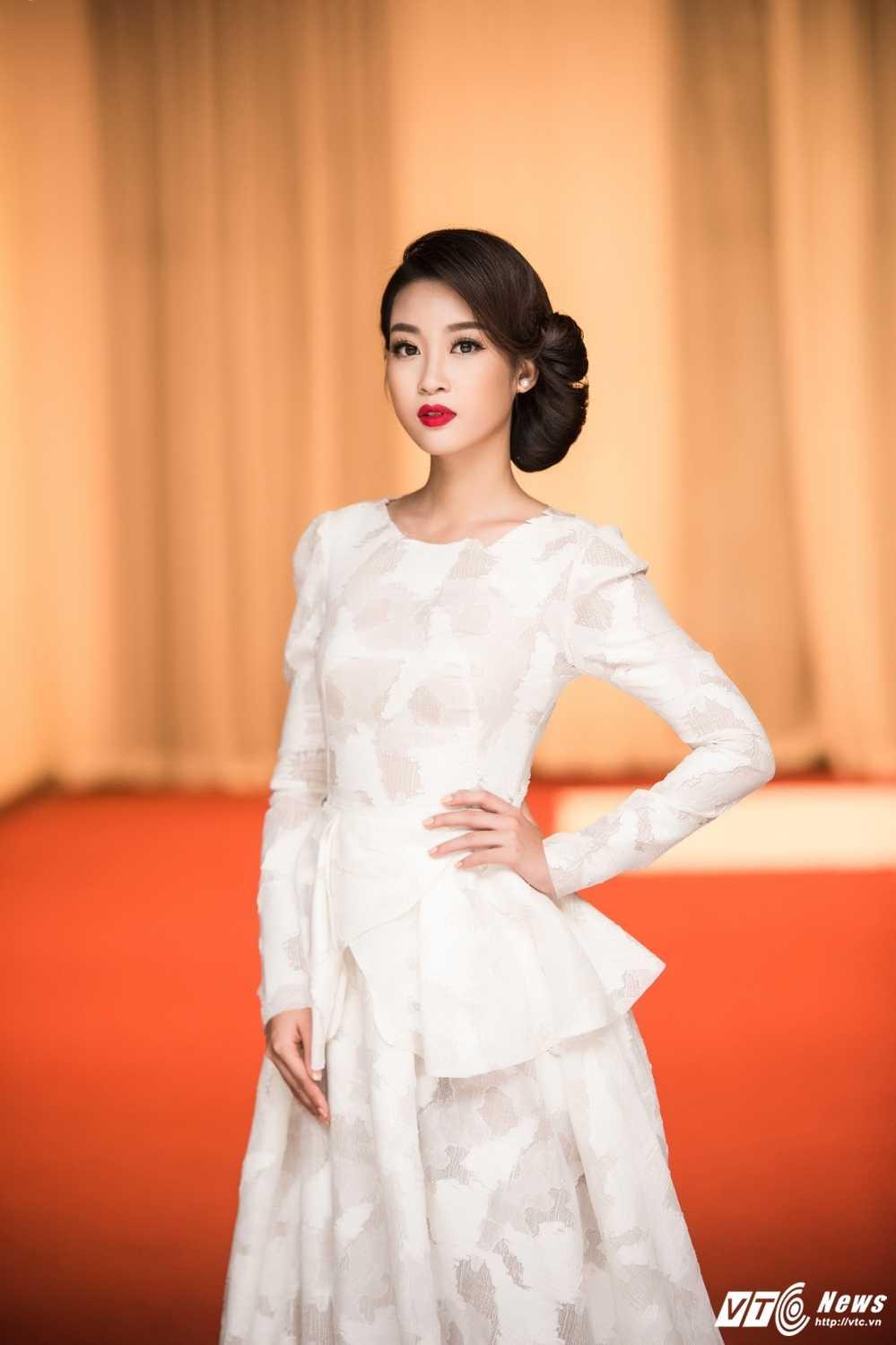 Hoa hau My Linh do sac voi chi em A hau Thanh Tu -Tra My hinh anh 5