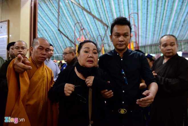 NSND Kim Cuong, Vu Linh bat khoc tien sau nu Ut Bach Lan hinh anh 1