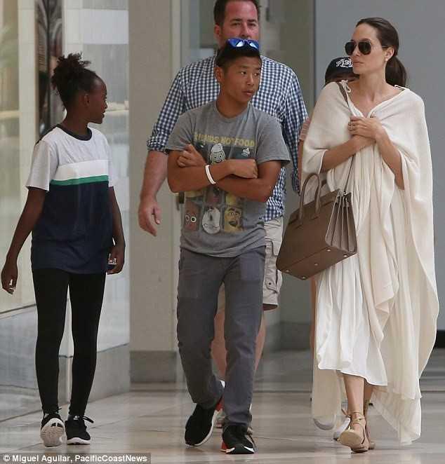 Me ruot Pax Thien muon doi lai con tu Angelina Jolie? hinh anh 1