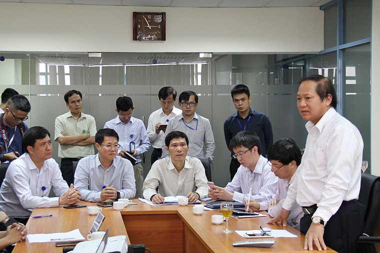 Bo truong Truong Minh Tuan kiem tra dot xuat viec thu hoi SIM kich hoat san hinh anh 1