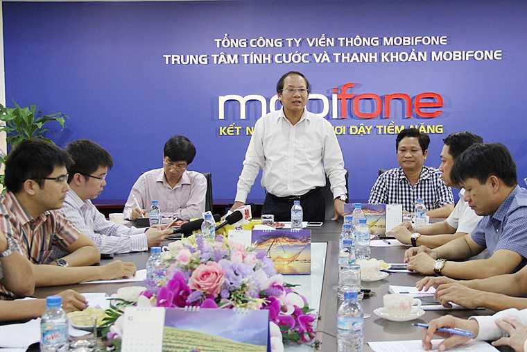 Bo truong Truong Minh Tuan kiem tra dot xuat viec thu hoi SIM kich hoat san hinh anh 2