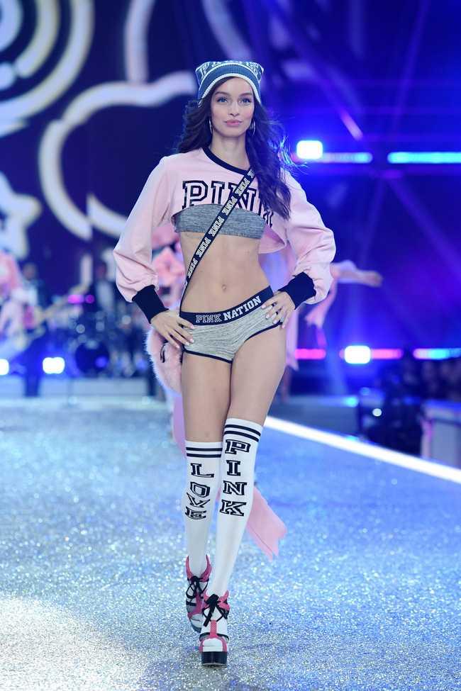 Dan thien than noi y nong bong trong Victoria's Secret Fashion Show 2016 hinh anh 38