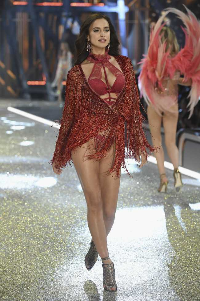 Dan thien than noi y nong bong trong Victoria's Secret Fashion Show 2016 hinh anh 61