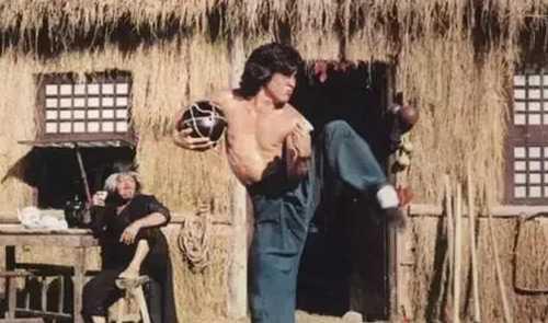 Thanh Long ngay cang bo xa Ly Lien Kiet tren phim truong hinh anh 2