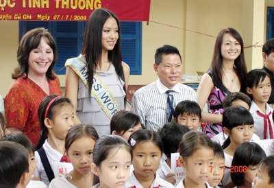 Ty phu nguoi Viet giau nhat the gioi cua Ngoc Trinh co 5 con va ly di 2 lan hinh anh 2